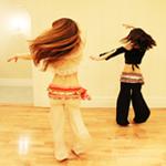 振付に沿ってベリーダンスを踊りテクニック
